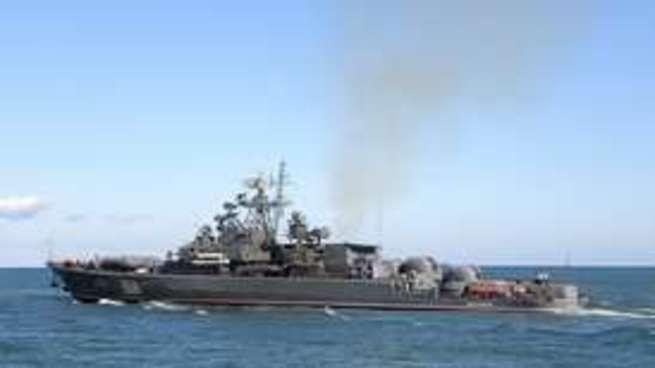 Российский фрегат преградил путь украинскому